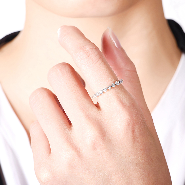 2 claw Diamond Wedding band